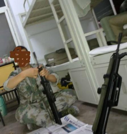 解放军在宿舍兵人在线图片