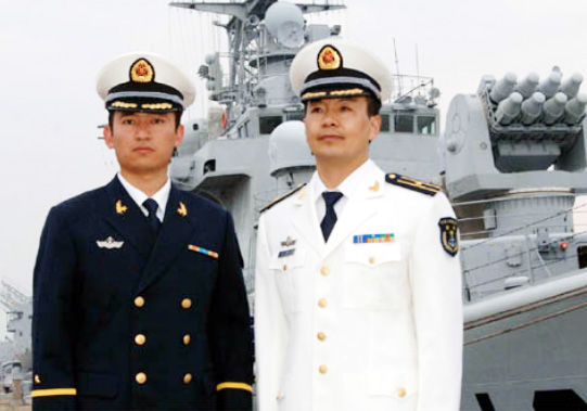 论坛首发07式 海军 全白 春秋常服 和藏青常服图片