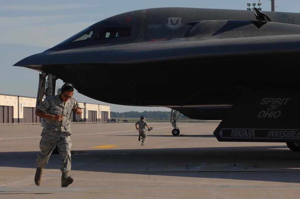 """美军怀特曼空军基地 :B-2""""幽灵"""" (4).jpg"""