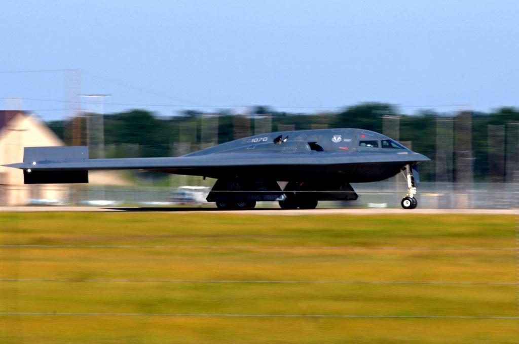 """美军怀特曼空军基地 :B-2""""幽灵"""" (6).jpg"""