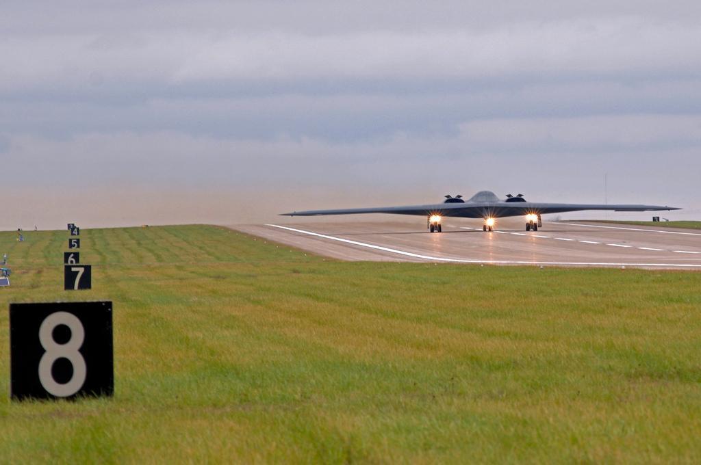 """美军怀特曼空军基地 :B-2""""幽灵"""" (7).jpg"""