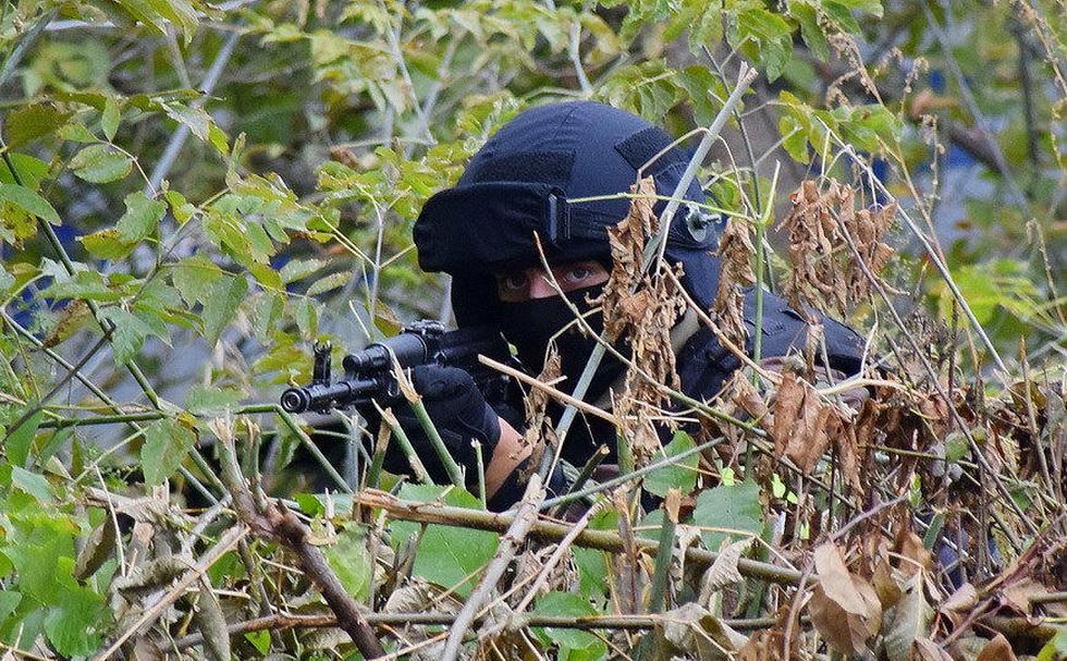 俄罗斯特战队员进行反恐演习 (1).jpg