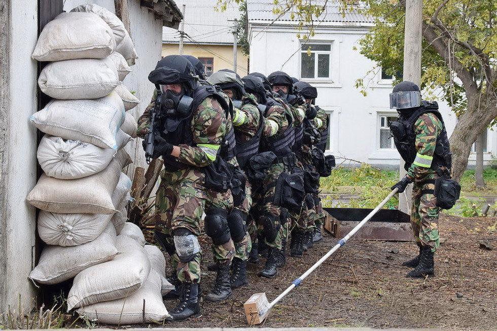 俄罗斯特战队员进行反恐演习 (3).jpg