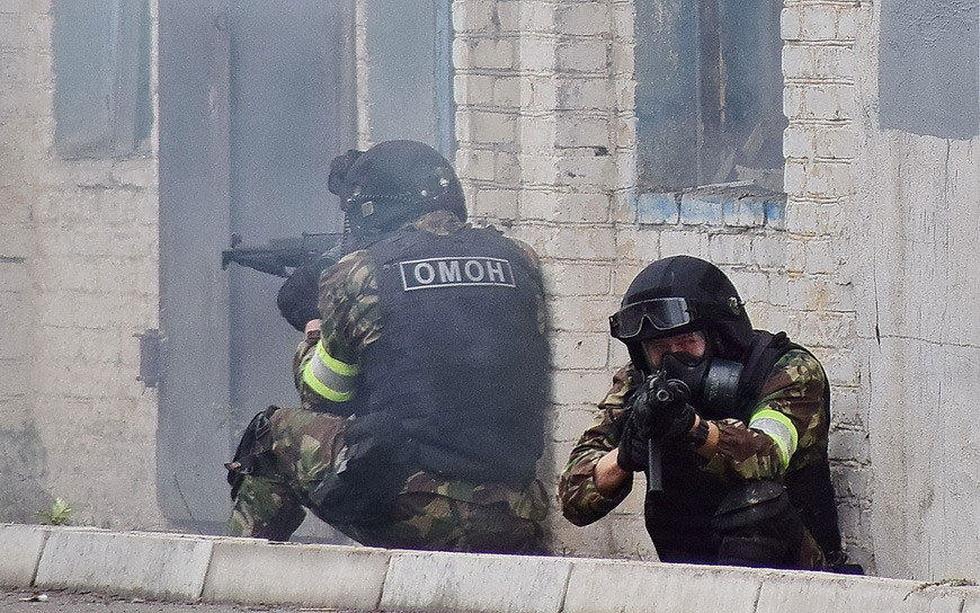 俄罗斯特战队员进行反恐演习 (4).jpg