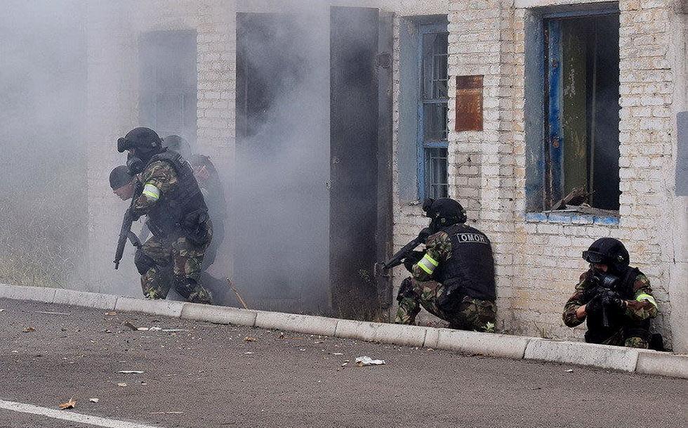 俄罗斯特战队员进行反恐演习 (5).jpg