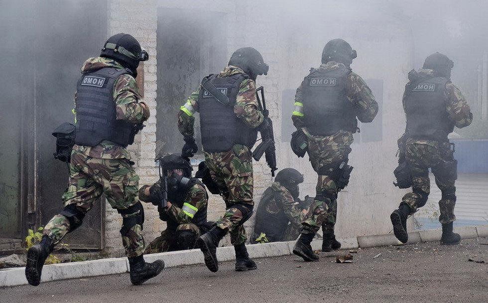 俄罗斯特战队员进行反恐演习 (6).jpg