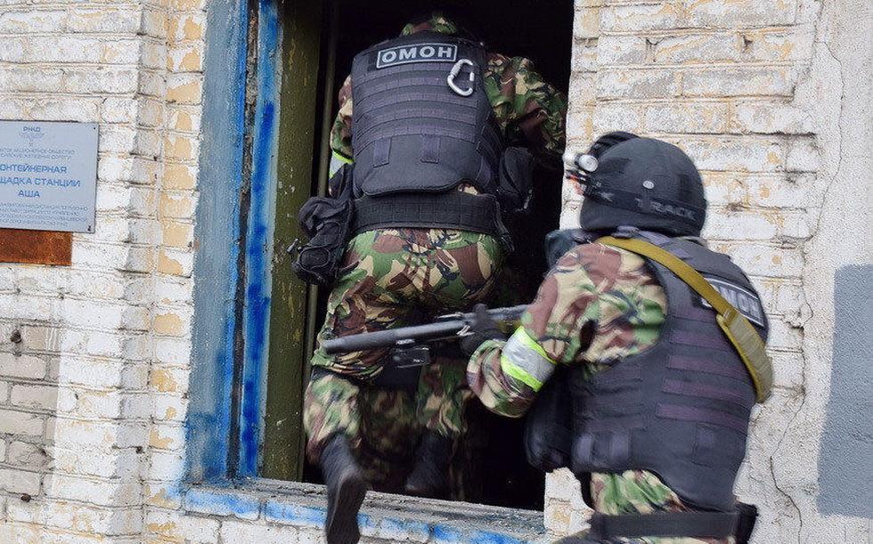 俄罗斯特战队员进行反恐演习 (7).jpg