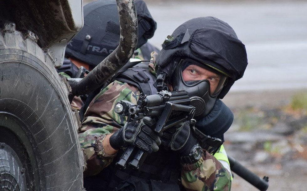 俄罗斯特战队员进行反恐演习 (8).jpg