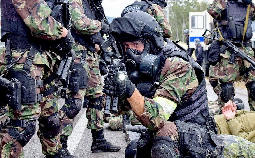 俄罗斯特战队员进行反恐演习 (9).jpg
