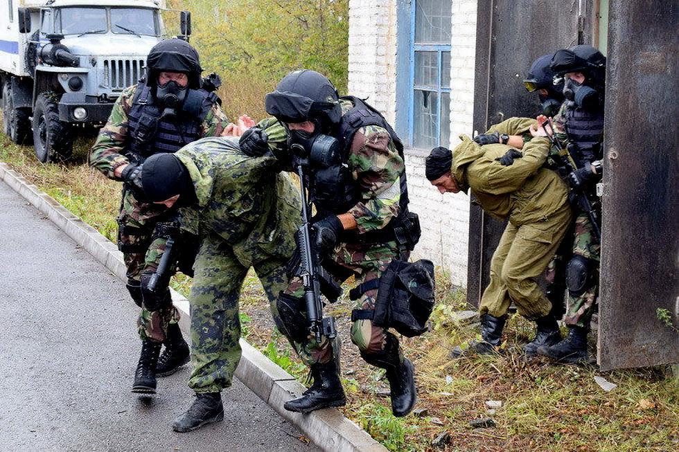 俄罗斯特战队员进行反恐演习 (11).jpg