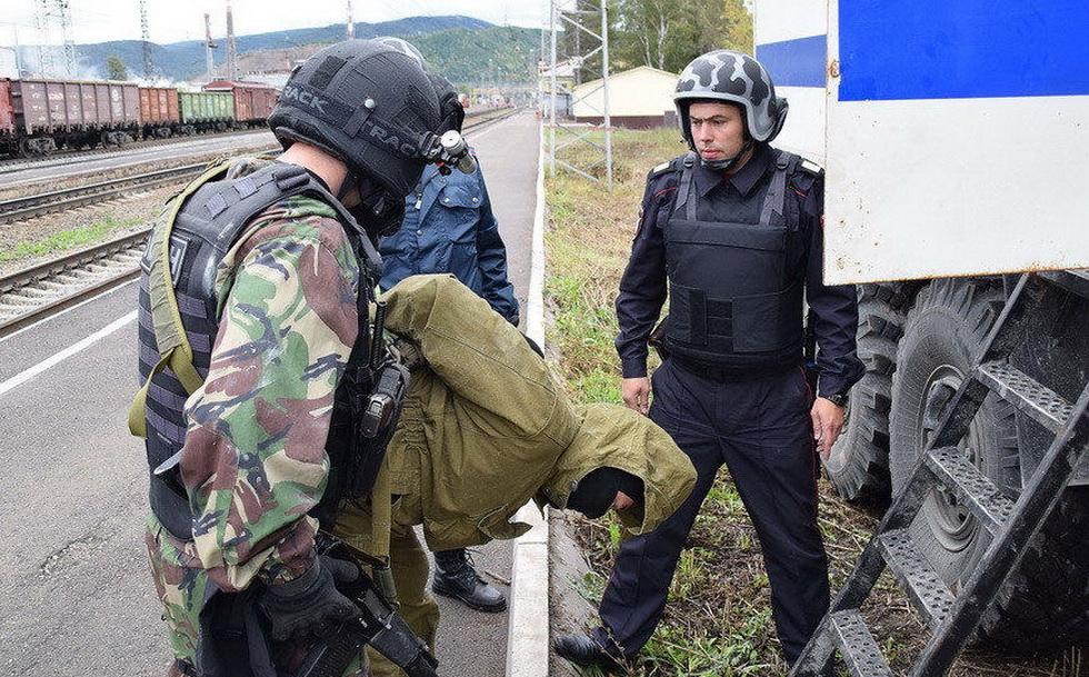 俄罗斯特战队员进行反恐演习 (12).jpg