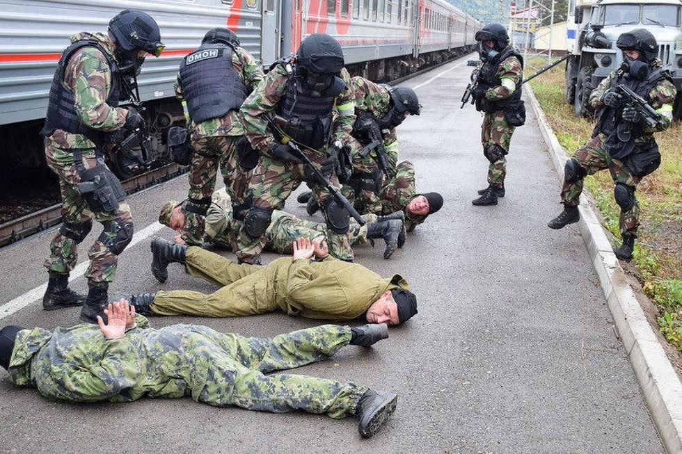 俄罗斯特战队员进行反恐演习 (13).jpg