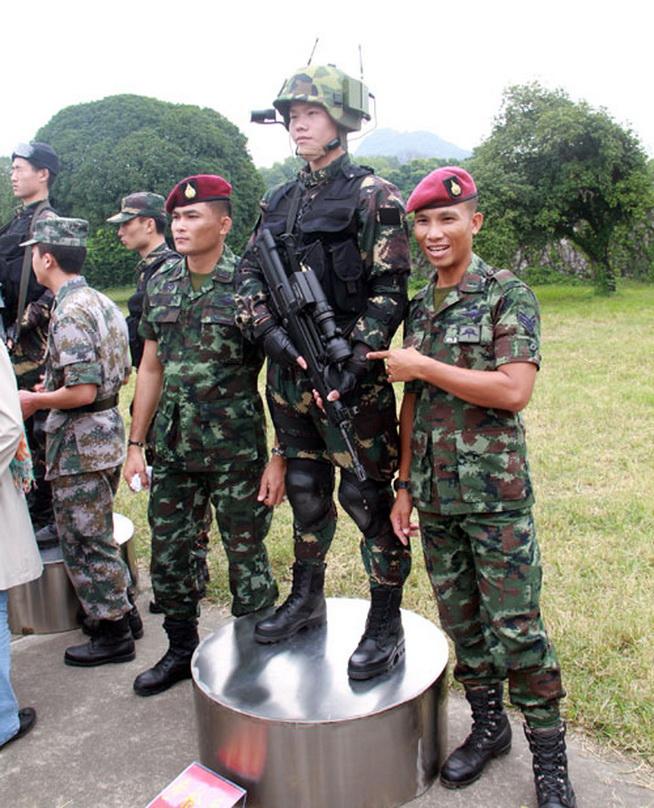 泰方特种兵与中方特种兵合影 -突击2010中泰陆军特种部队反恐联训今